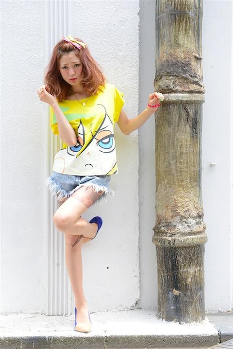 舞台装置の魔女ストッキング+パンティのフェイスアップTシャツ