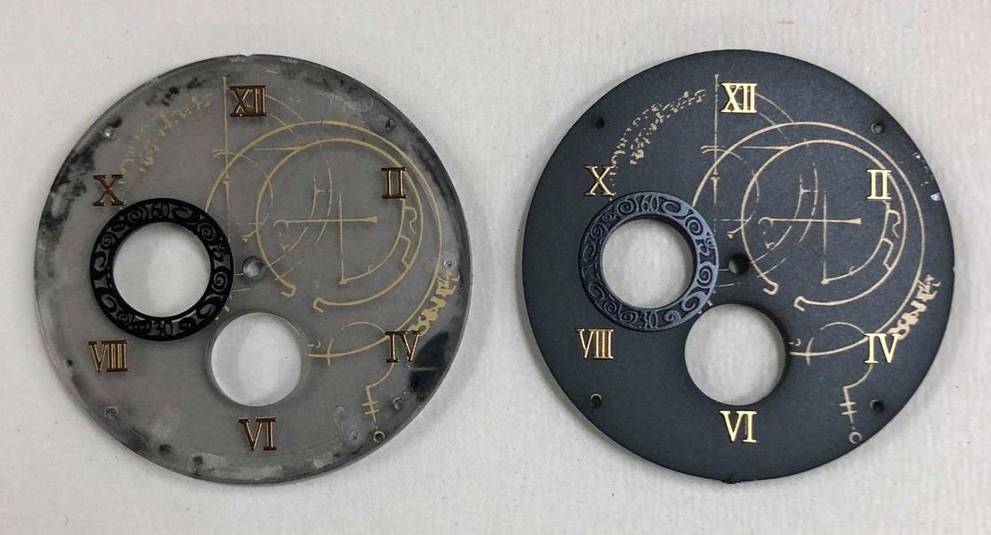 楔の神殿にある複雑な意匠をイメージした文字盤