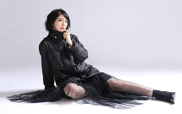 2B役 石川由依さんが着こなす 『NieR:Automata』スペシャルシューティング