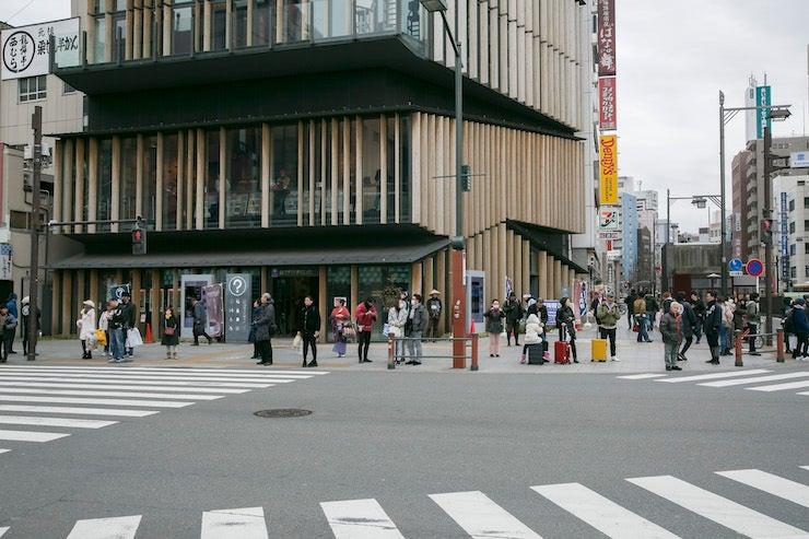 ⑦浅草観光センターでサラちゃんの占いをチェック!
